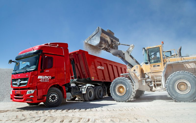 Lebanon customer order beiben V3 tractor trucks and tipper semitrailer